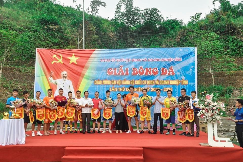 Viện kiểm sát nhân dân tỉnh Yên Bái tham gia Giải bóng đá chào mừng Đại hội Đảng bộ khối cơ quan và doanh nghiệp tỉnh