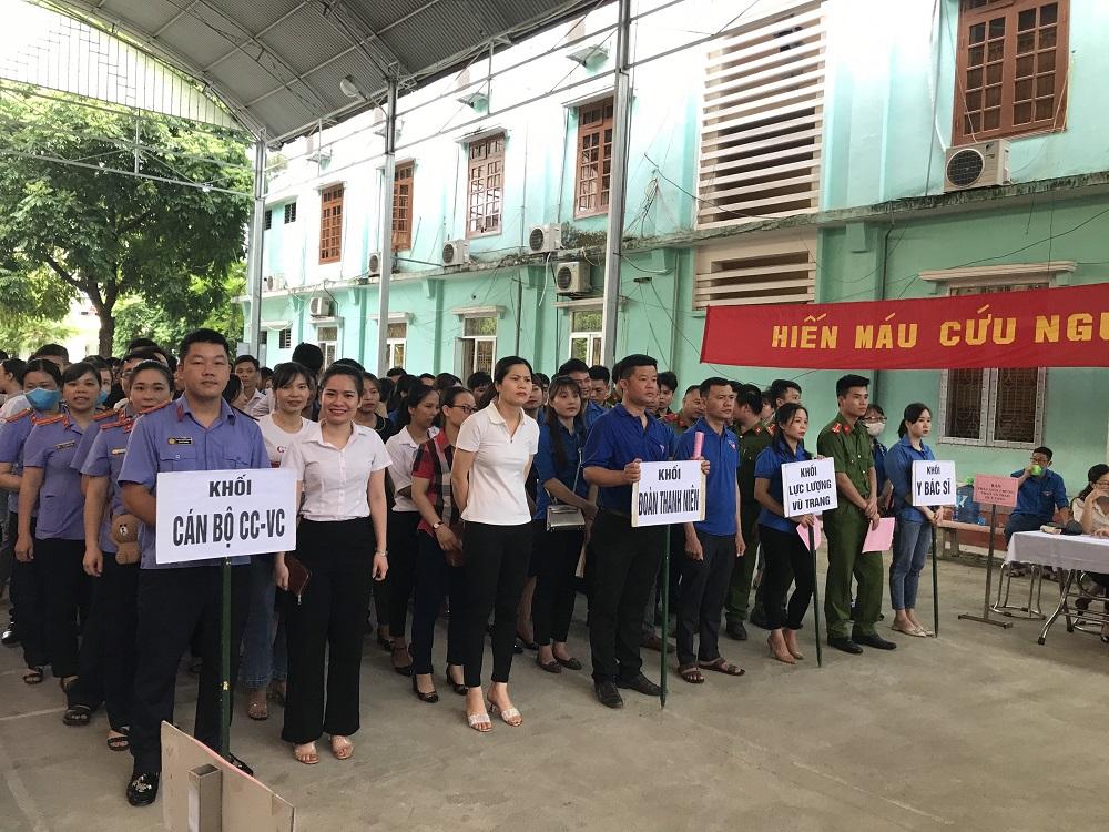"""Cán bộ Viện kiểm sát nhân dân thị xã Nghĩa Lộhưởng ứng ngày """"Toàn dân hiến máu tình nguyện"""""""