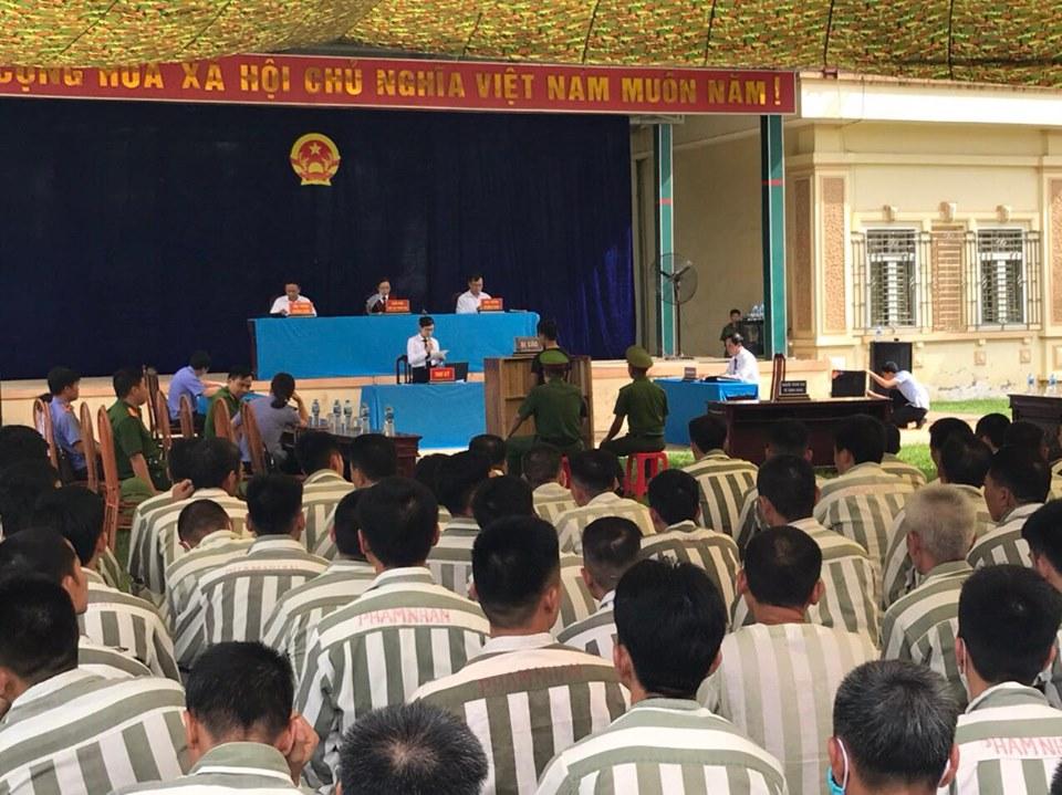 """Phiên tòa xét xử lưu động vụ án """"Trốn khỏi nơi giam"""" tại Trại giam Hồng Ca, huyện Trấn Yên, tỉnh Yên Bái"""