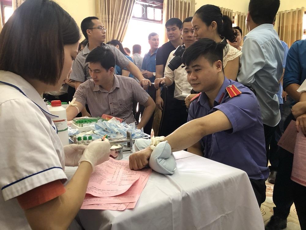 Công đoàn VKS thành phố tham gia ngày hội hiến máu tình nguyện