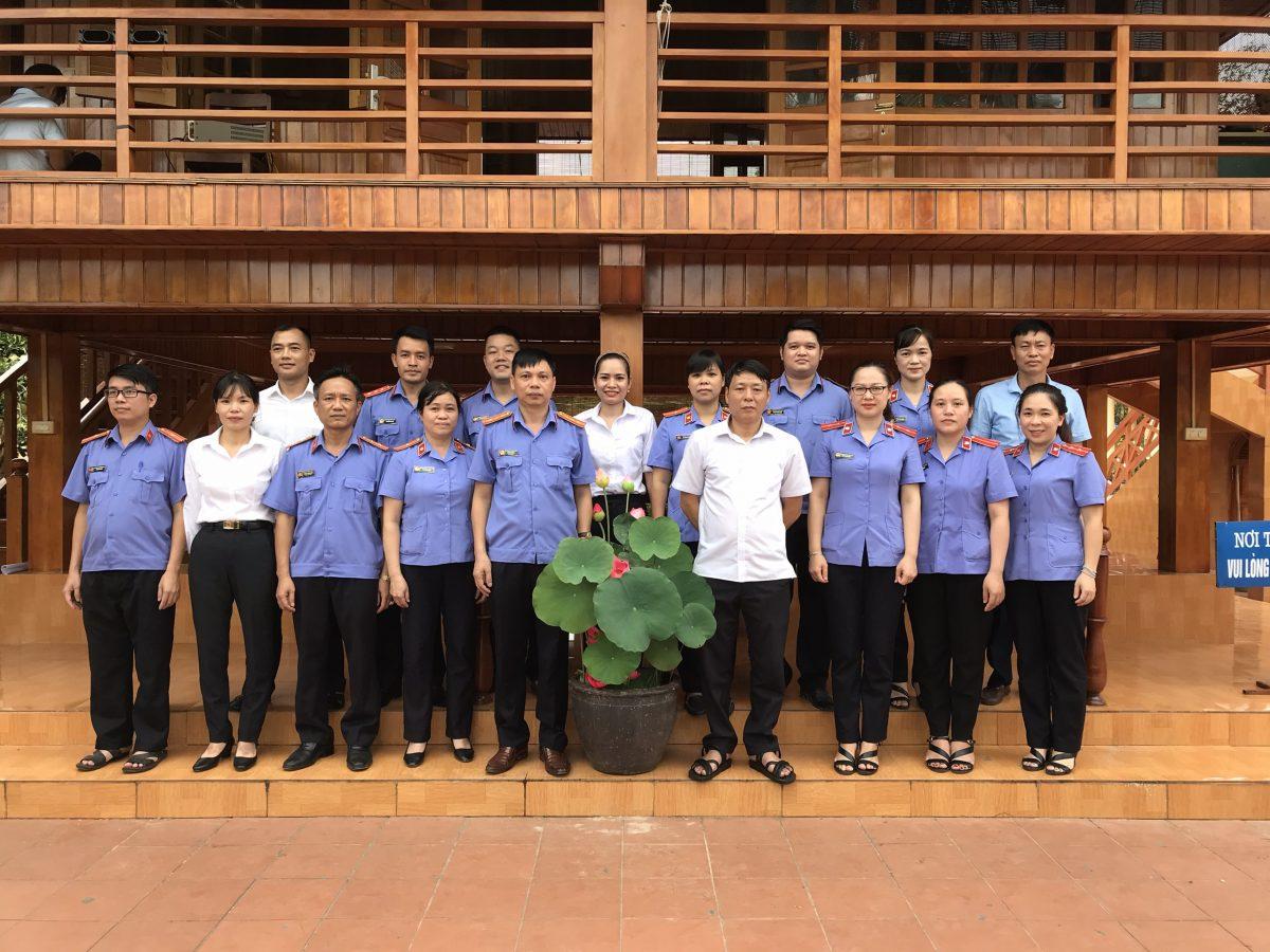 Viện kiểm sát nhân dân và Tòa án nhân dân thị xã Nghĩa Lộ báo công và dâng hương tại khu tượng niệm Chủ tịch Hồ Chí Minh
