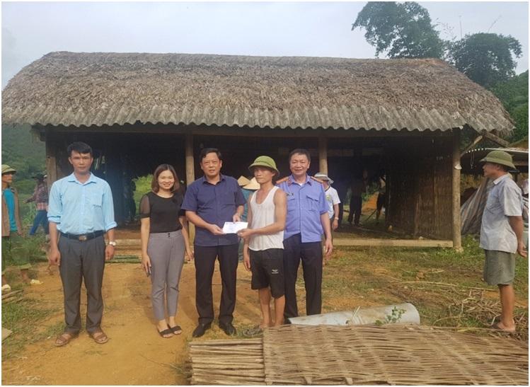 Viện kiểm sát nhân dân tỉnh Yên Bái giúp đỡ hộ nghèo khắc phục thiệt hại do mưa bão, lũ quét tại xã Ngọc Chấn