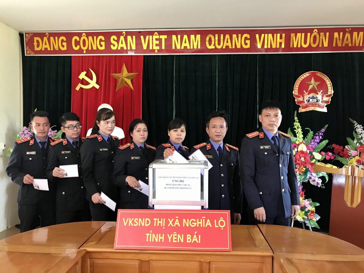 Cán bộ VKSND Nghĩa Lộ chung tay ủng hộ đồn bao miền trung bị ảnh hưởng bởi bão lũ