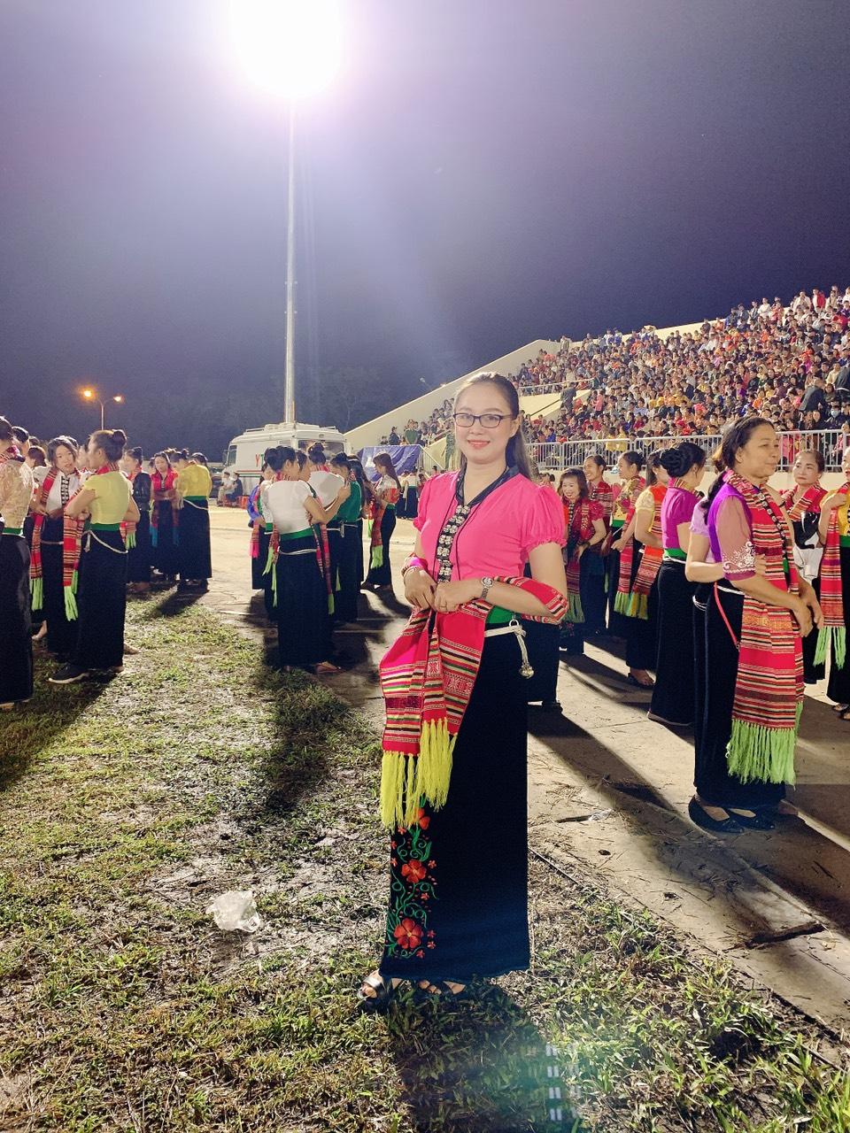 Nữ cán bộ VKS Nghĩa Lộ tích cực hưởng ứng các hoạt động của địa phương, giư gìn bản sắc văn hóa Mường Lò