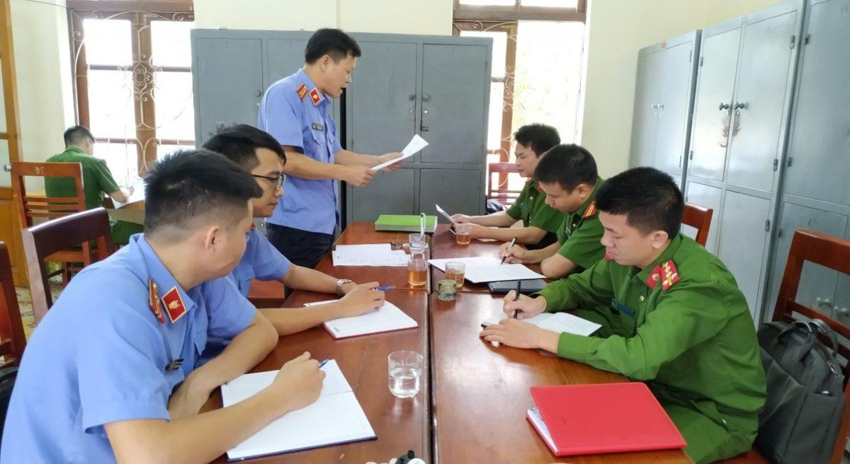 VKS Văn Chấn trực tiếp kiểm sát trong việc tiếp nhận, giải quyết tố giác, tin báo về tội phạm, kiến nghị khởi tố tại Cơ quan Cảnh sát điều tra Công an huyện