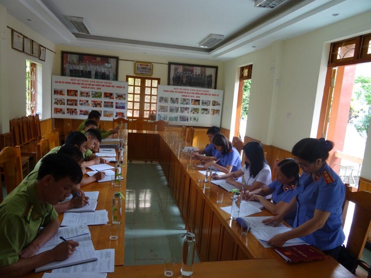 VKSND huyện Trạm Tấu phối hợp với Mặt trận Tổ quốc huyện kiểm sát trực tiếp tại Hạt kiểm lâm Trạm Tấu-Nghĩa Lộ