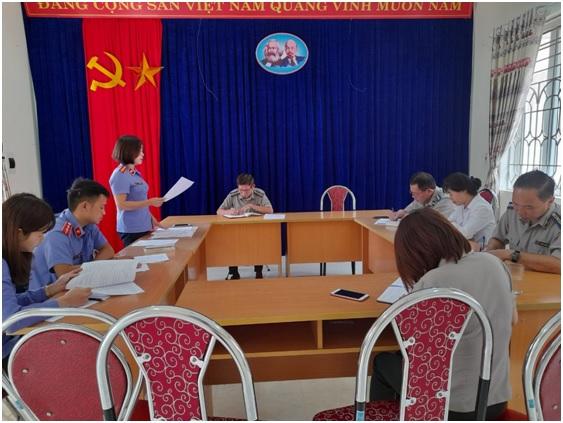 VKSND huyện Mù Cang Chải trực tiếp tiến hành kiểm sát công tác thi hành án dân sự tại Chi cục thi hành án dân sự huyện Mù Cang Chải