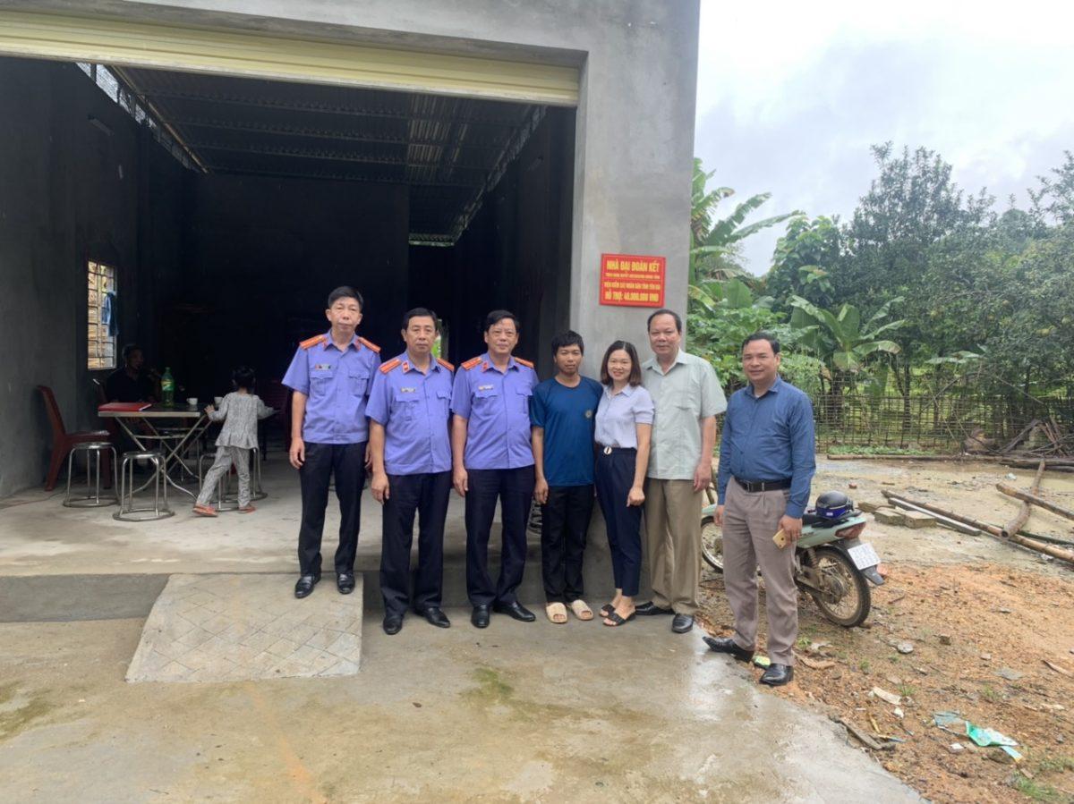 Viện kiểm sát tỉnh Yên Bái thực hiện gắn biển Nhà đại đoàn kết