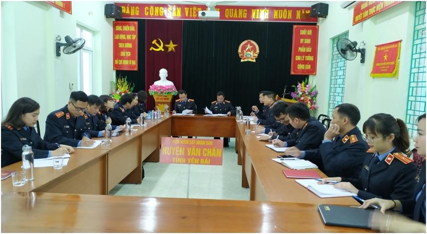 VKSND huyện Văn Chấn làm việc với Đoàn kiểm tra chéo VKSND huyện Trấn Yên