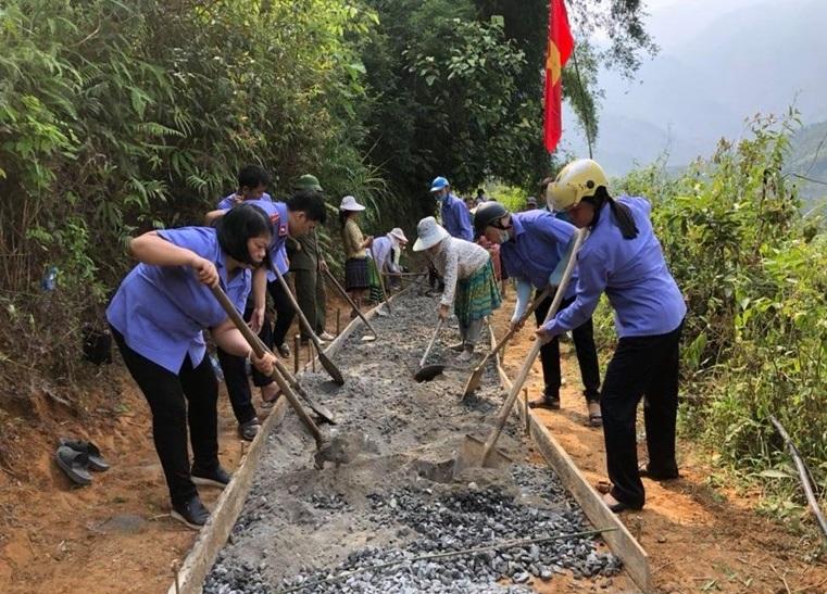 VKSND Trạm Tấu chung sức xây dựng nông thôn mới