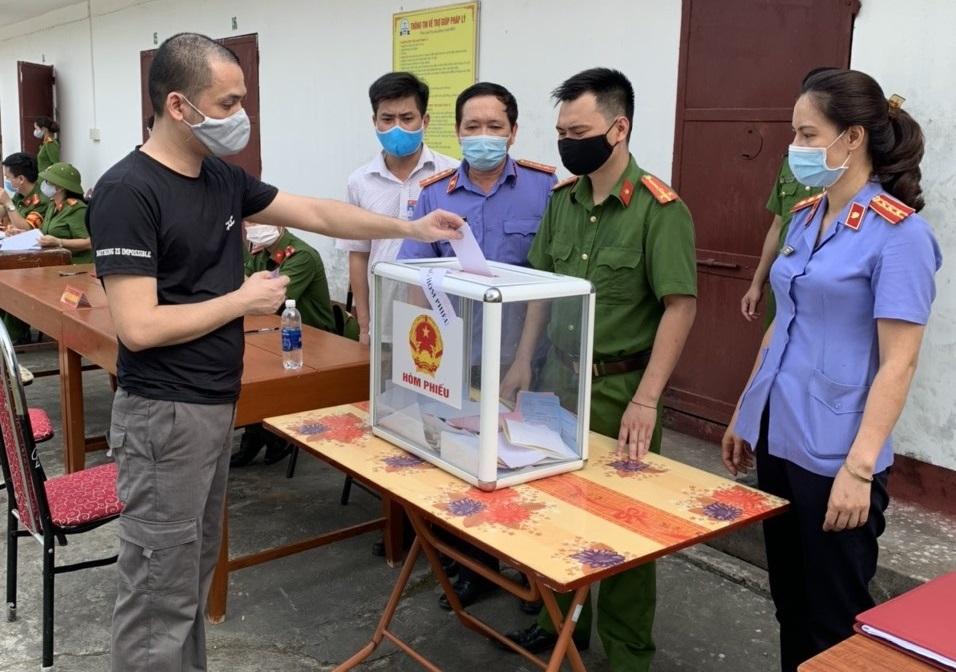 VKSND tỉnh Yên Bái trực tiếp kiểm sát việc  đảm bảo quyền bầu cử của người bị tạm giữ, tạm giam