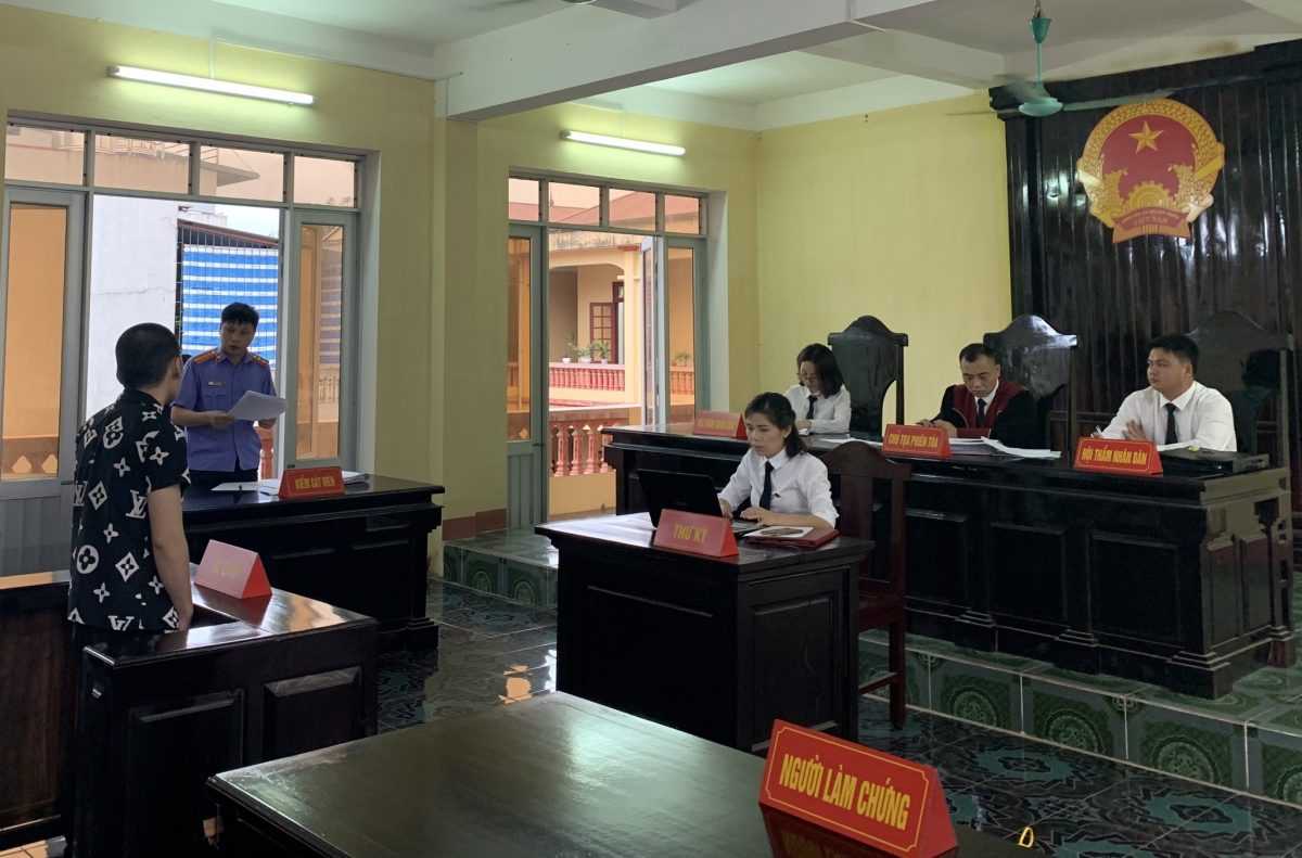 VKSND thị xã Nghĩa Lộ phối hợp với Tòa án nhân dân cùng cấp tổ chức các phiên tòa xét xử rút kinh nghiệm các vụ án hình sự