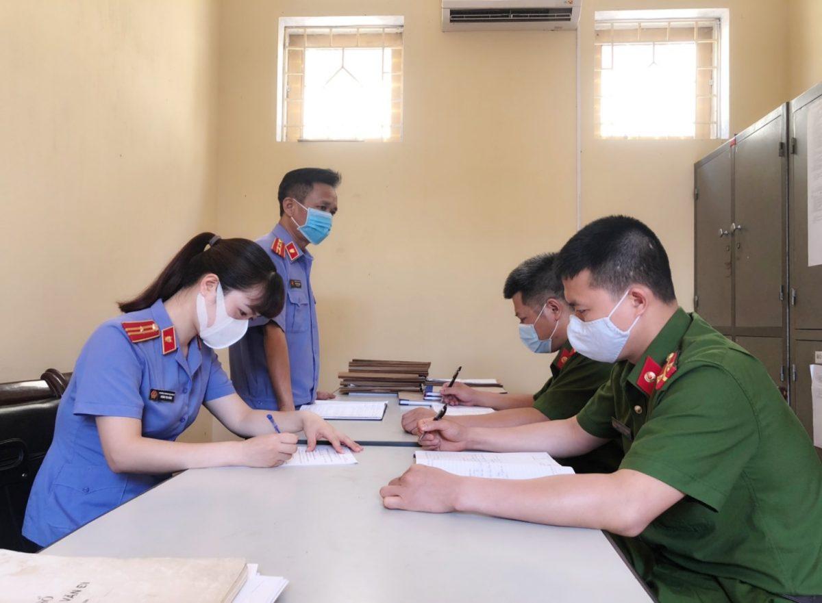 VKS thị xã Nghĩa Lộ kiểm sát, bảo đảm quyền bầu cử của người bị tạm giữ, người bị tạm giam tại nhà tạm giữ, tạm giam Công an thị xã Nghĩa Lộ