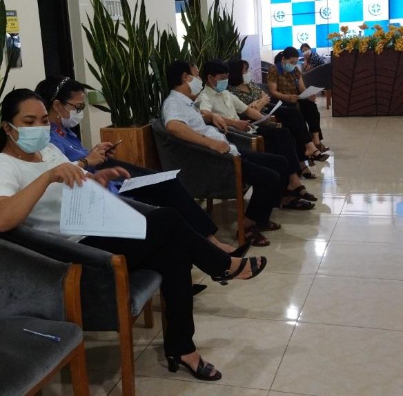 Cán bộ công chức, người lao động VKSND Yên Bái thực hiện tiêm vắc xin phòng Covid-19