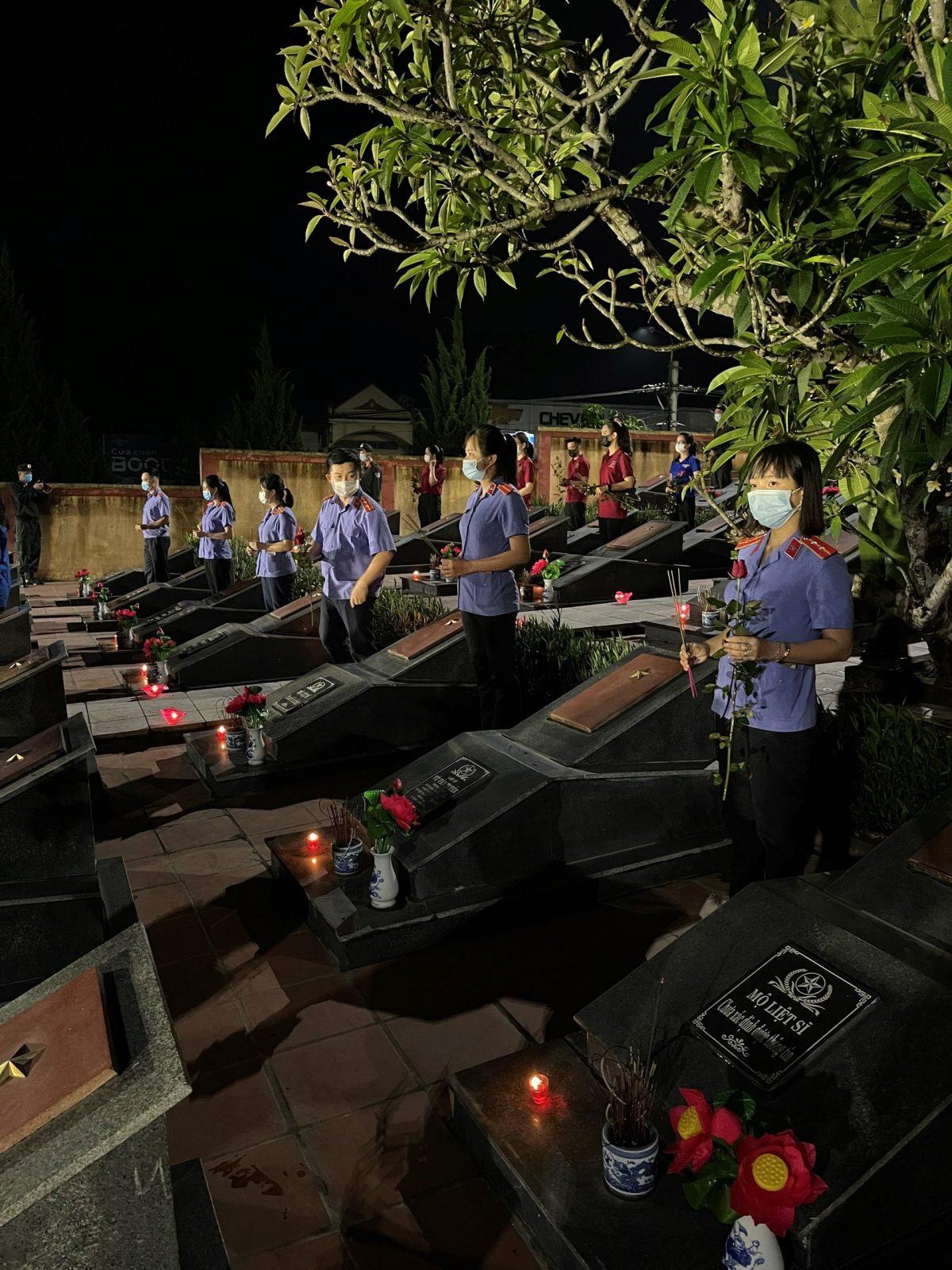 VKSND huyện Yên Bình tham gia Lễ thắp nến tri ân các anh hung liệt sỹ nhân kỷ niệm 74 năm ngày thương binh liệt sỹ 27/7/1947 – 27/7/2021