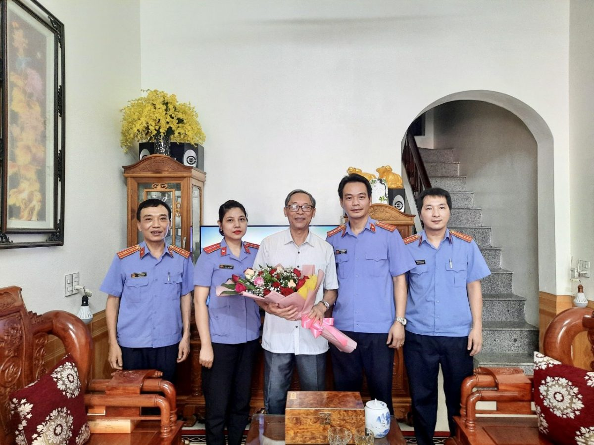 VKSND huyện Trấn Yên tặng quà người có công với cách mạng nhân ngày thương binh liệt sỹ năm 2021