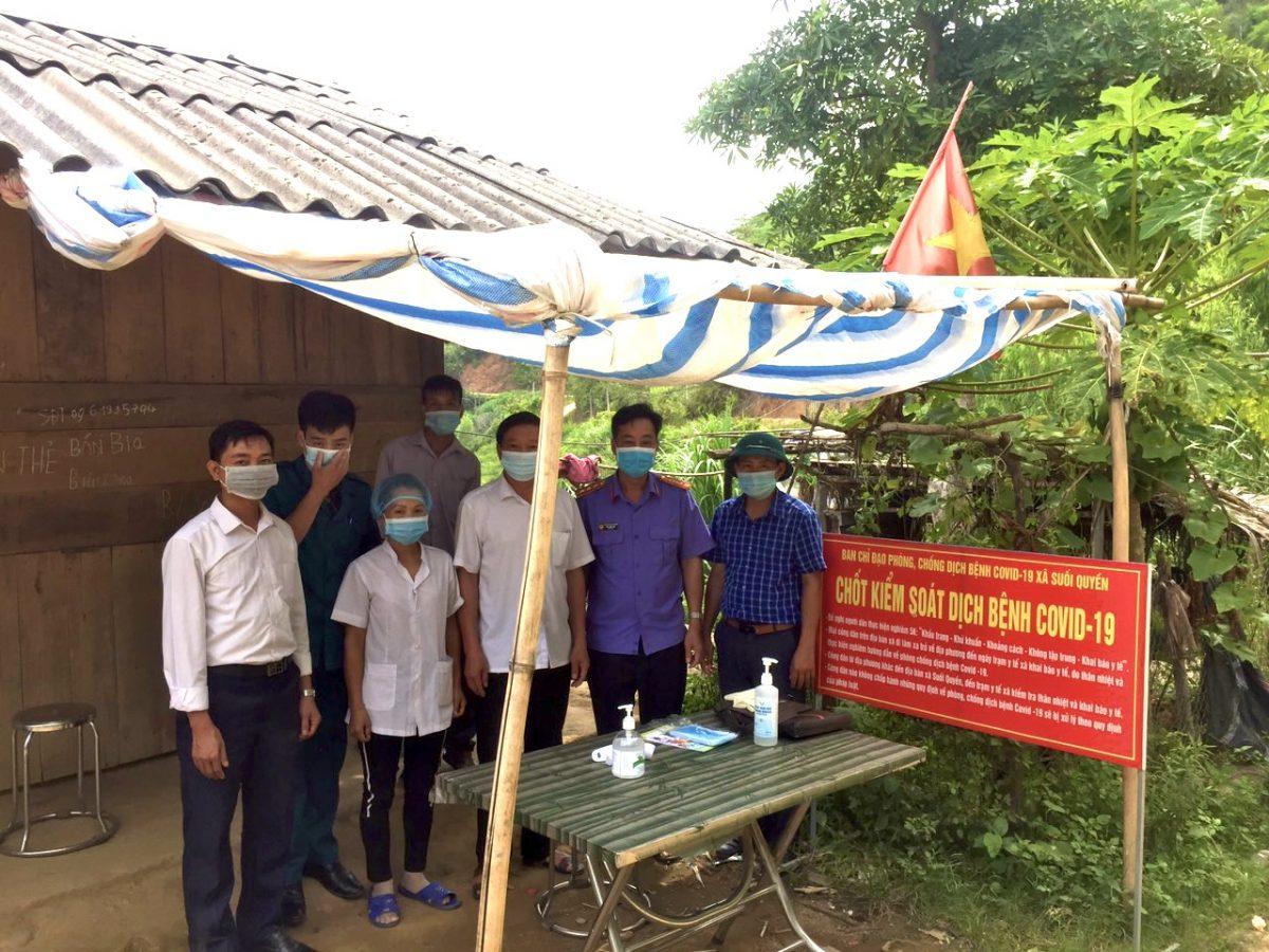 Lãnh đạo VKSND huyện Văn Chấn kiểm tra chốt kiểm dịch Covid – 19 tại xã Suối Quyền, huyện Văn Chấn