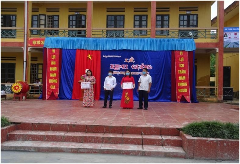Lãnh đạo VKSND huyện Lục Yên dự Lễ khai giảng tại trường TH&THCS xã Trúc Lâu, huyện Lục Yên