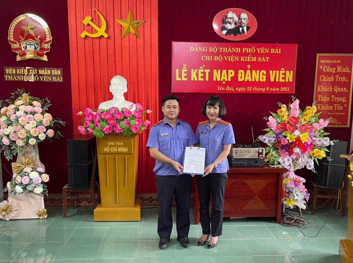Chi bộ VKSND thành phố Yên Bái  tổ chức Lễ kết nạp đảng viên mới